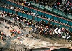 Hindistanda estakadanın çökməsi nəticəsində 13 nəfər xəsarət alıb
