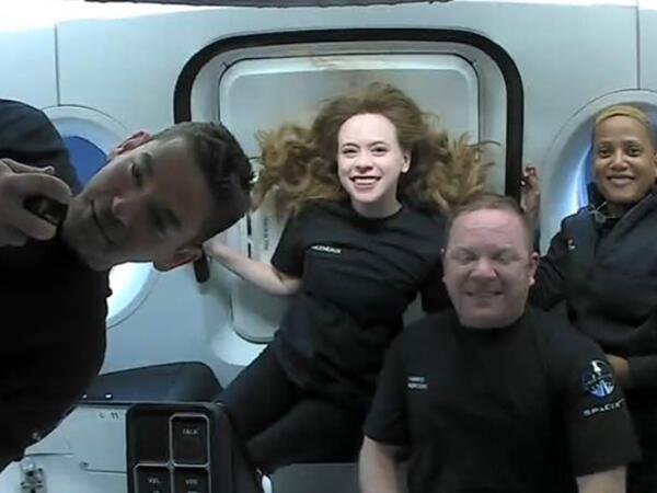 Kosmosa tarixi uçuşdan ilk görüntülər - FOTO