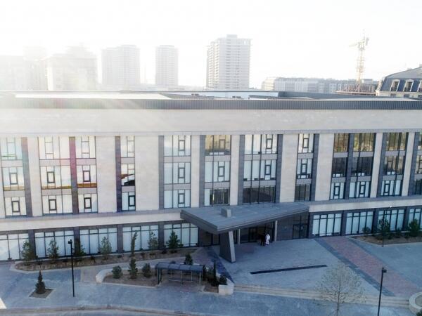 Prezident İlham Əliyev və birinci xanım Mehriban Əliyeva Bakı Avropa Liseyinin yeni binasının açılışında iştirak ediblər - FOTO
