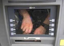 Müştəri hirslənərək bankomatı tava ilə sındırdı - ANBAAN VİDEO