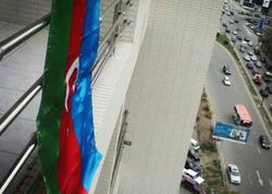 Şəhidimizin qardaşı bayrağı dəyişərkən yıxılıb öldü