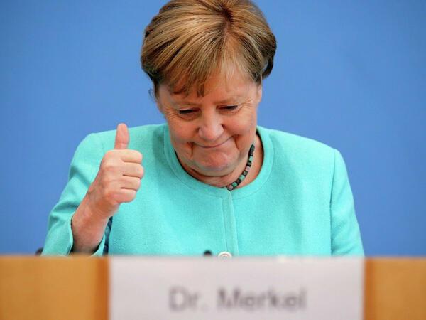 Angela Merkelin şərəfinə qızıl sikkələr buraxılıb