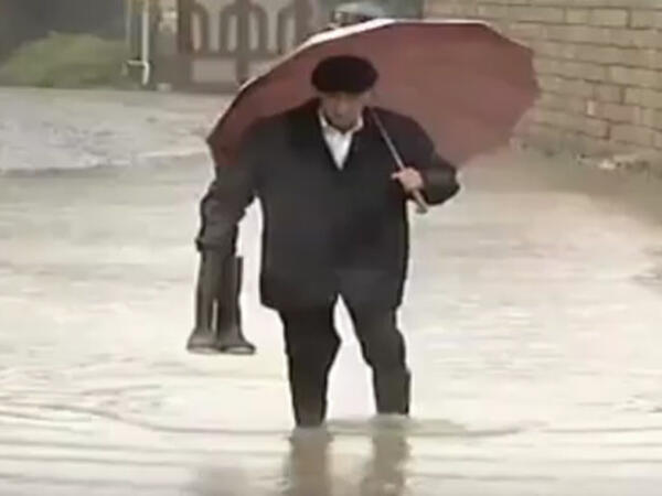 Bakıda bəzi evləri su basıb