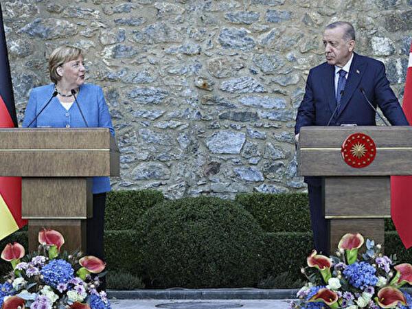 """""""Merkel heç vaxt məsuliyyət götürməkdən çəkinməyib"""""""