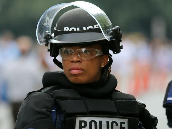 """ABŞ-da atışma zamanı polis əməkdaşı öldürülüb, <span class=""""color_red"""">yaralananlar var</span>"""