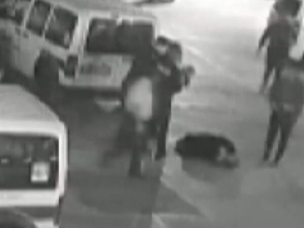 Polislər nəfəs borusunda süd qalan körpəni həyata qaytardı – anbaan VİDEO