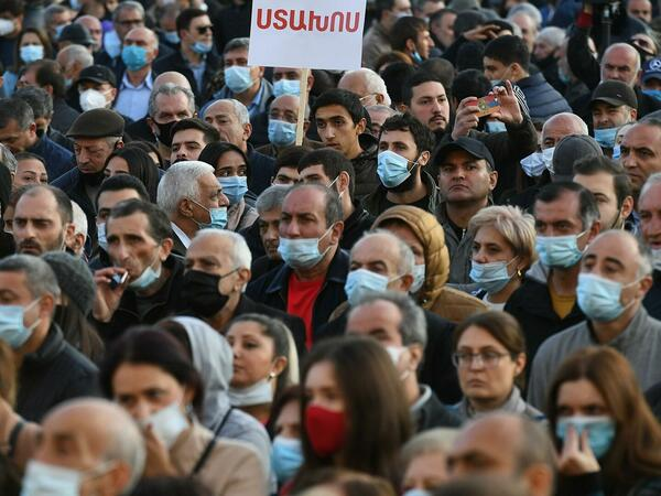 Ermənistanda anti-Rusiya isterikası davam edir
