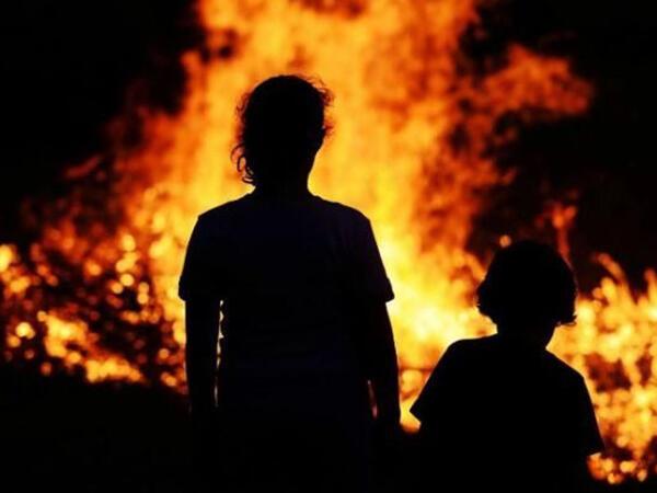 Pakistanda kişi övladlarını və nəvələrini yandırdı