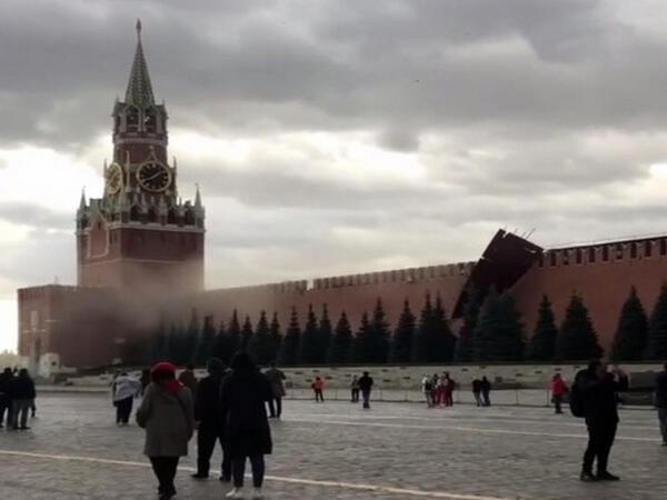 Qasırğa Kreml divarını uçurdu - VİDEO