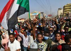 """Sudanda etiraz aksiyaları zamanı 7 nəfər ölüb, <span class=""""color_red"""">140 nəfər yaralanıb</span>"""