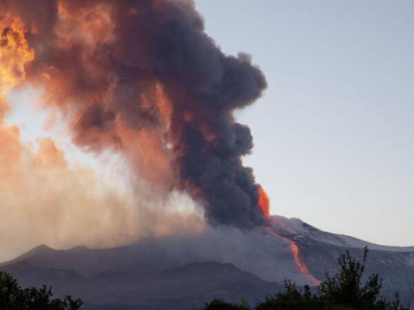 """Etna vulkanının dəhşətli görüntüləri - <span class=""""color_red"""">VİDEO</span>"""