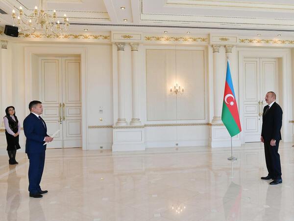 Prezident İlham Əliyev Qırğız Respublikasının yeni səfirinin etimadnaməsini qəbul edib - FOTO